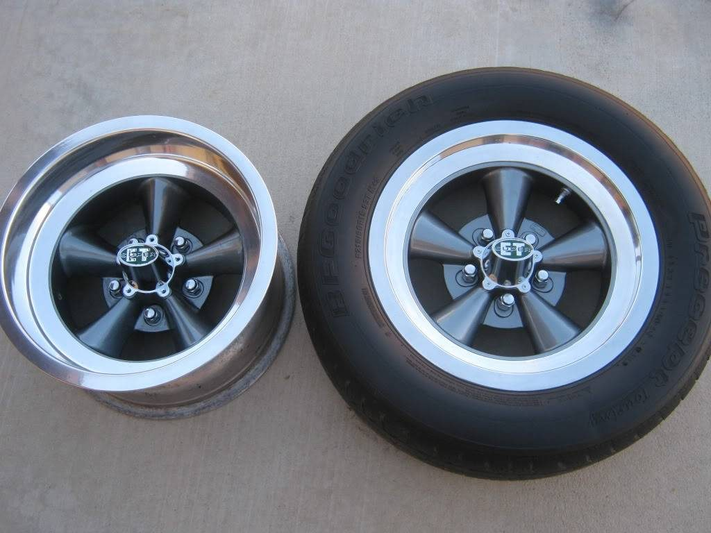 ET Super front and rear wheels, with center caps installed.